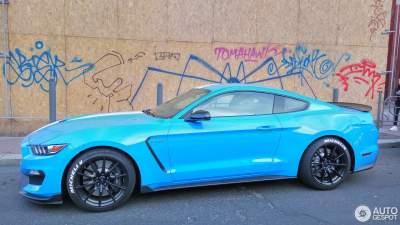 В Киеве видели заряженный спорткар Ford Mustang Shelby