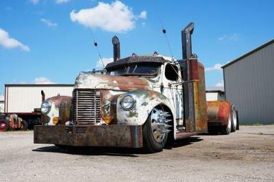 Старый грузовик превратили в крутой рэт-род